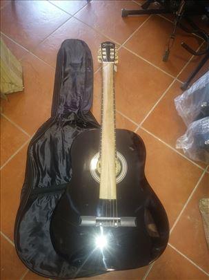 Novo, klasične školske gitare za levoruke