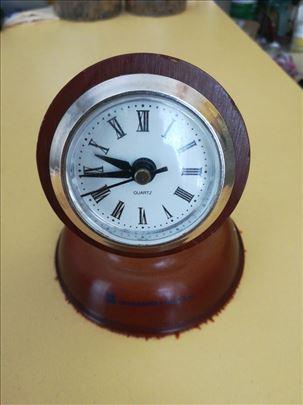 Stoni drveni sat