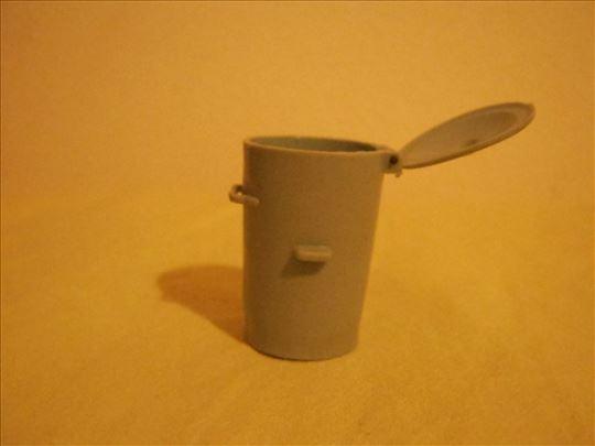 Mala plastična kanta za otpatke
