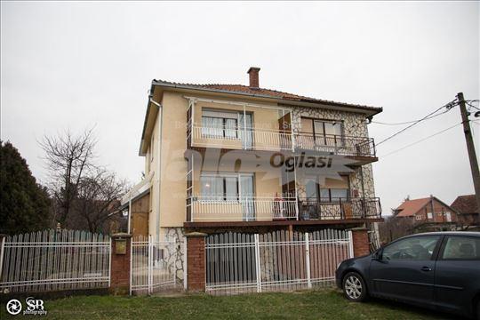 Kuca na periferiji Beograd Ripanj