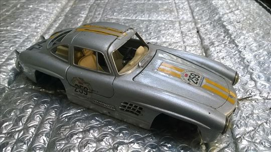 Burago Mercedes , 1:24, nekompletan za delove