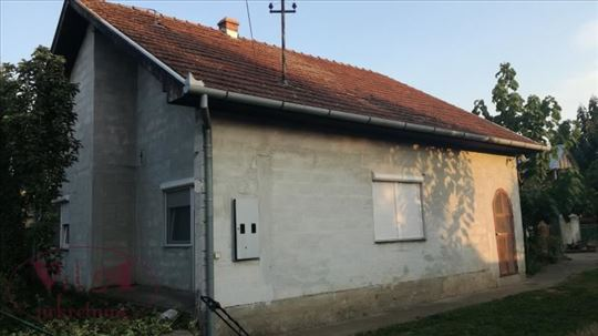 Srbobran,Tuk,Novija kuća sa pomoćnim objektima