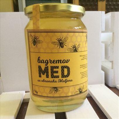 Vrhunski bagremov med