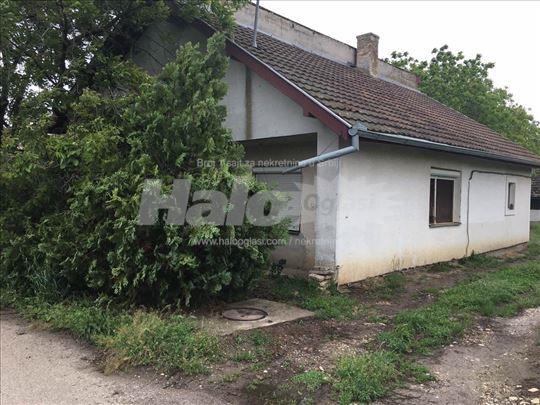 Kuca u Sivcu, sa garazom i poljoprivrednim objekti