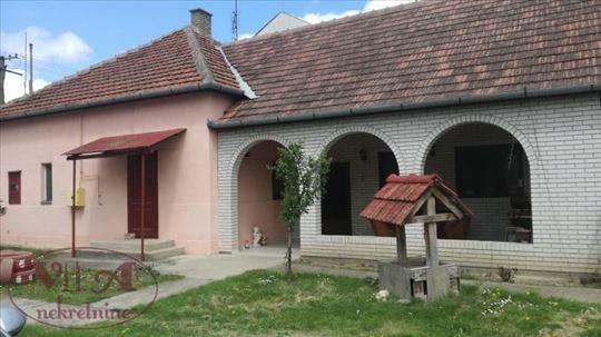 Srbobran, Centar, Novija sređena kuća sa velikim d