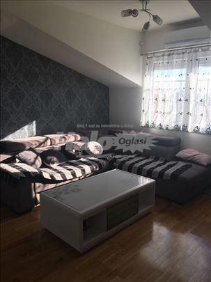 Prodajem nov stan u centru Arandjelovca