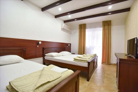 Crna Gora, Čanj, Hotel Galeb***