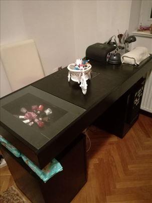 Kozmetički sto za manikir