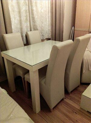 Sto i 4 stolice