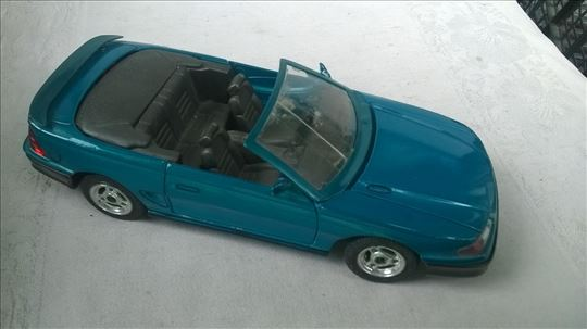 Majorette Mustang GT kabrio 1:25,naprslo pr/staklo