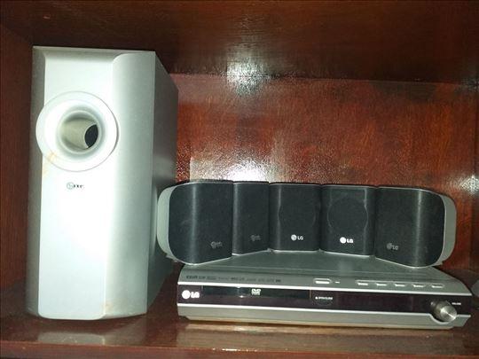DVD plejer i zvucnici