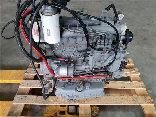 Motor Kubota V2203 V 2203 cetiri klipa