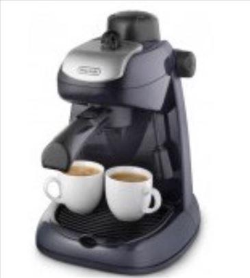 Potpuno nov DeLonghi aparat za kafu