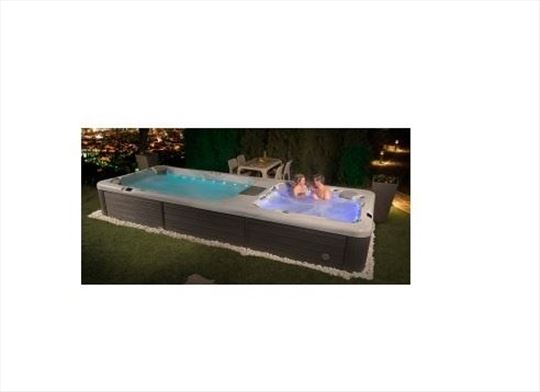 Hidromasažni bazen sa kadom Wellis Grande