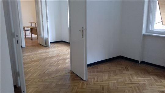 TAKOVSKA SALONAC 100 kvm 1. sprat Retko u ponudi