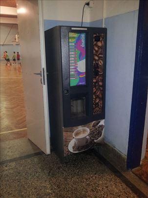 Vending samouslužni aparat za kafu i tople napitke