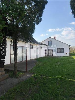Imanje u Donjim Petrovcima na 32ara ID#100178