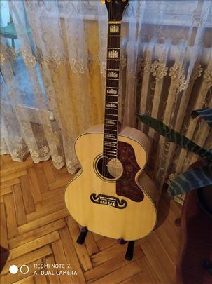 Gibson akusticna gitara