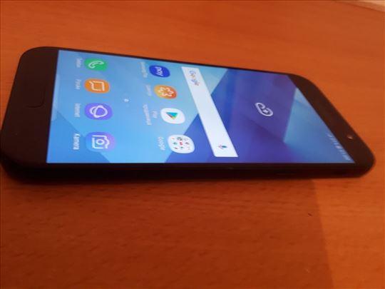 Samsung Galaxy A5 (2017) Odlicno ocuvan