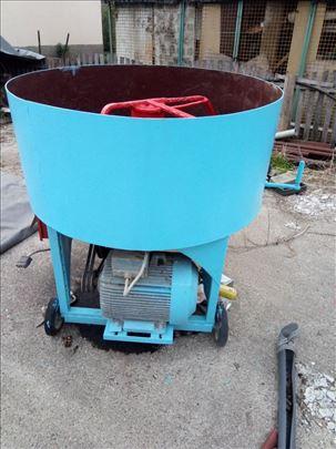 Mešalica i presa za beton