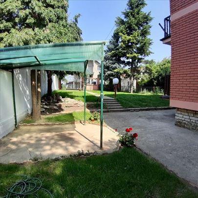 Voždovac, Beli potok, kuća 200 m2+T 20 m2