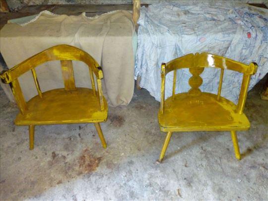 Prodajem par crnogrskih stolovaca
