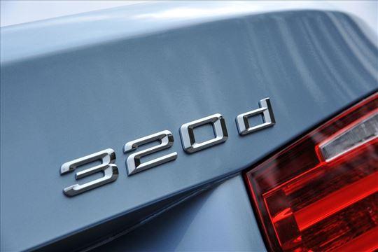 NOVO BMW oznaka za gepek 320d
