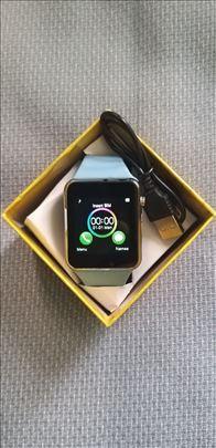 Pametan sat sa sim karticom kao mobilni na dodir