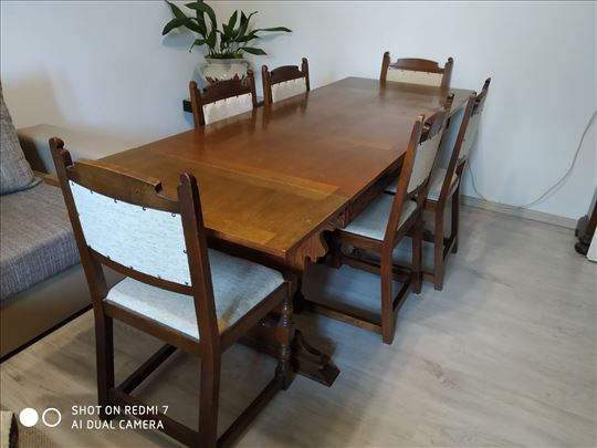 Stilski trpezarijski sto i 6 stolica