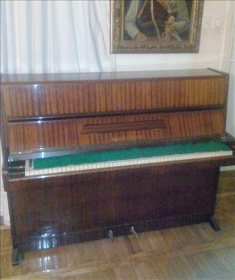 Продајем пианино