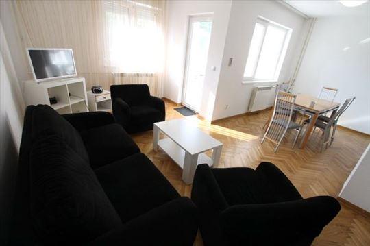 LUX 3.0 stan, novija zgrada, garaža! ID 9013