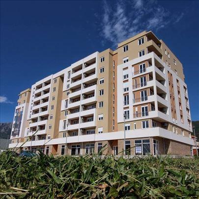 Izdajem stan u zgradi 70m2 u Baru