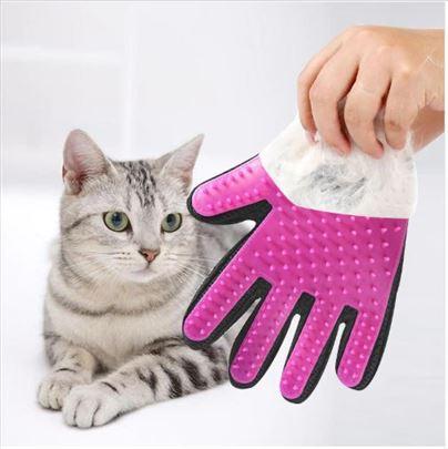 Pink rukavica masažer za skupljanje dlaka