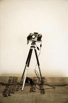 Unikatna lampa od starog fotoaparata