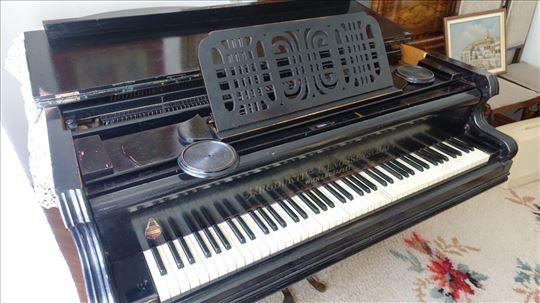 Polukoncertni klavir Produktiv Genossenschaft
