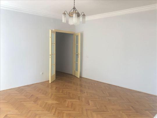 Izuzetan salonski stan,Resavska ulica kod Krunske