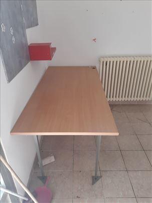 Drveni radni sto