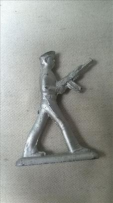 Metalni vojnik 6 cm, očuvan