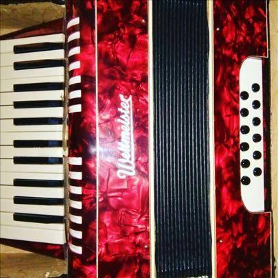 Prodajem harmoniku Weltmeister staru 50 god, novu
