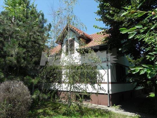 Funkcionalna kuća okružena zelenilom - Kovačica