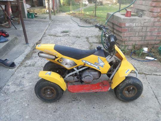 Mini motor deciji
