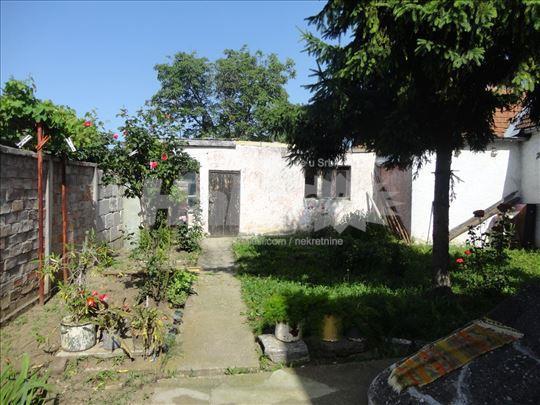 Šarmantna kuća u cveću sa velikim podrumom :)