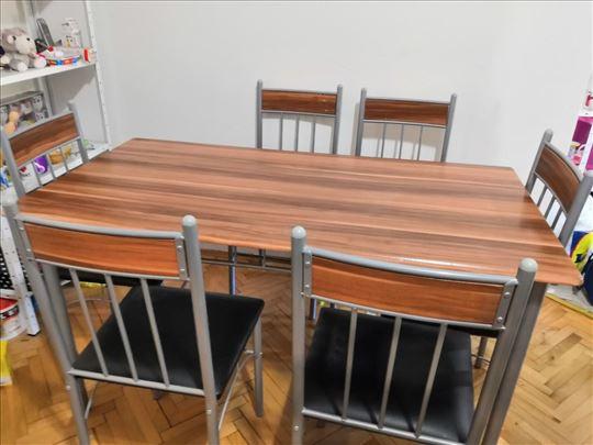 Prodajem sto i stolice