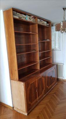 Biblioteka od punog drveta