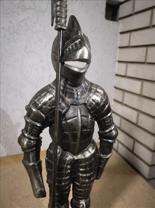 Figura ratnika čelična