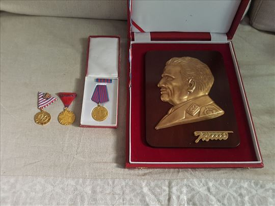 Mesingana plaketa Tita i 3 medalje