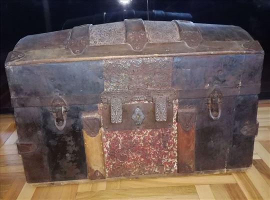 Stari kovčeg škrinja