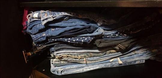 Akcija firmiranih farmerki i pantalona A ZA 1 C