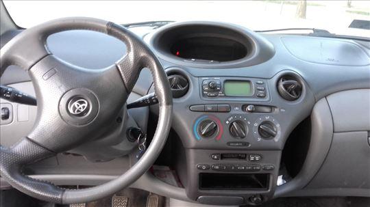 Toyota Yaris VVT