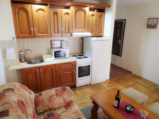 Lux stan u Budvi, 10min do mora, 60m2, do 10 osoba